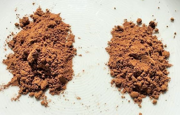 Cacao on the left, cocoa on the right.